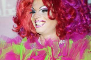 Drag Queen Simona Sventura parruccone rosso