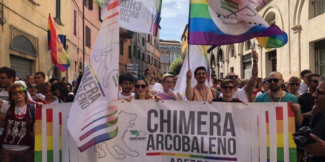 striscione Chimera Arcobaleno al Pride