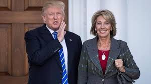 Trump nomina Besty DeVos ministro dell Istruzione e...