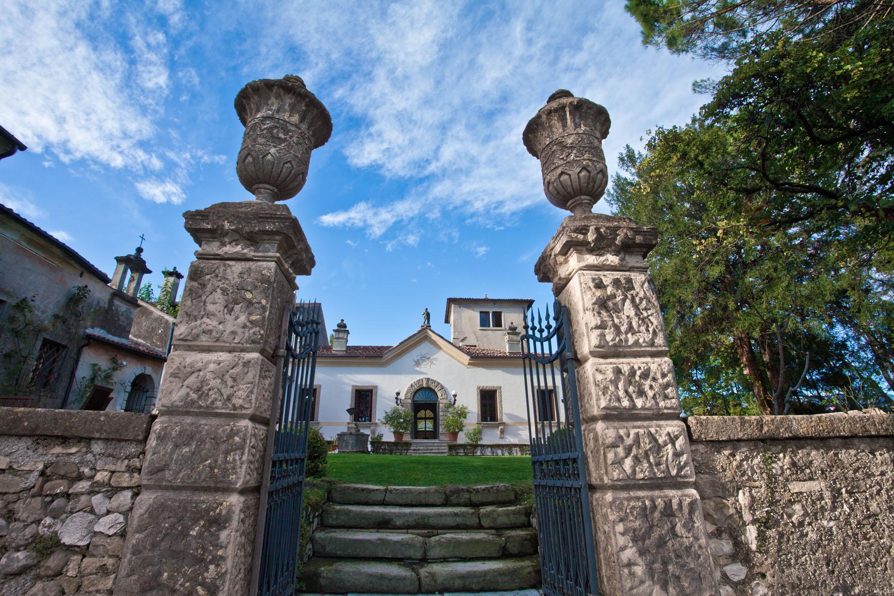 Villa Verecondi Scortecci sulle dolci colline trevigiane è pronta ad accogliervi...