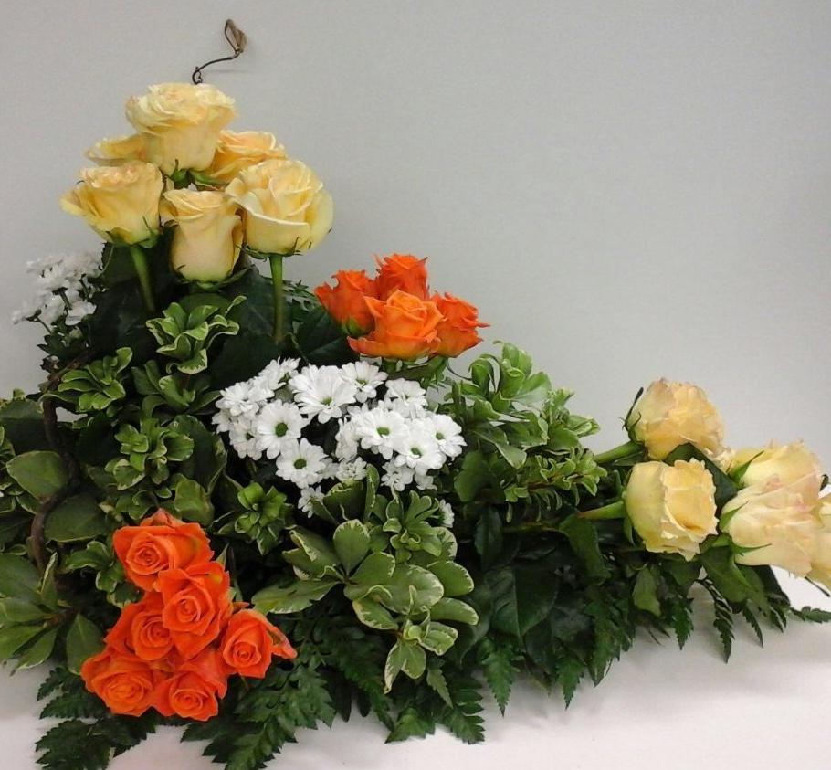 Laboratorio floreale, composizioni floreali, realizzazione di allestimenti  per cerimonie ed  eventi.