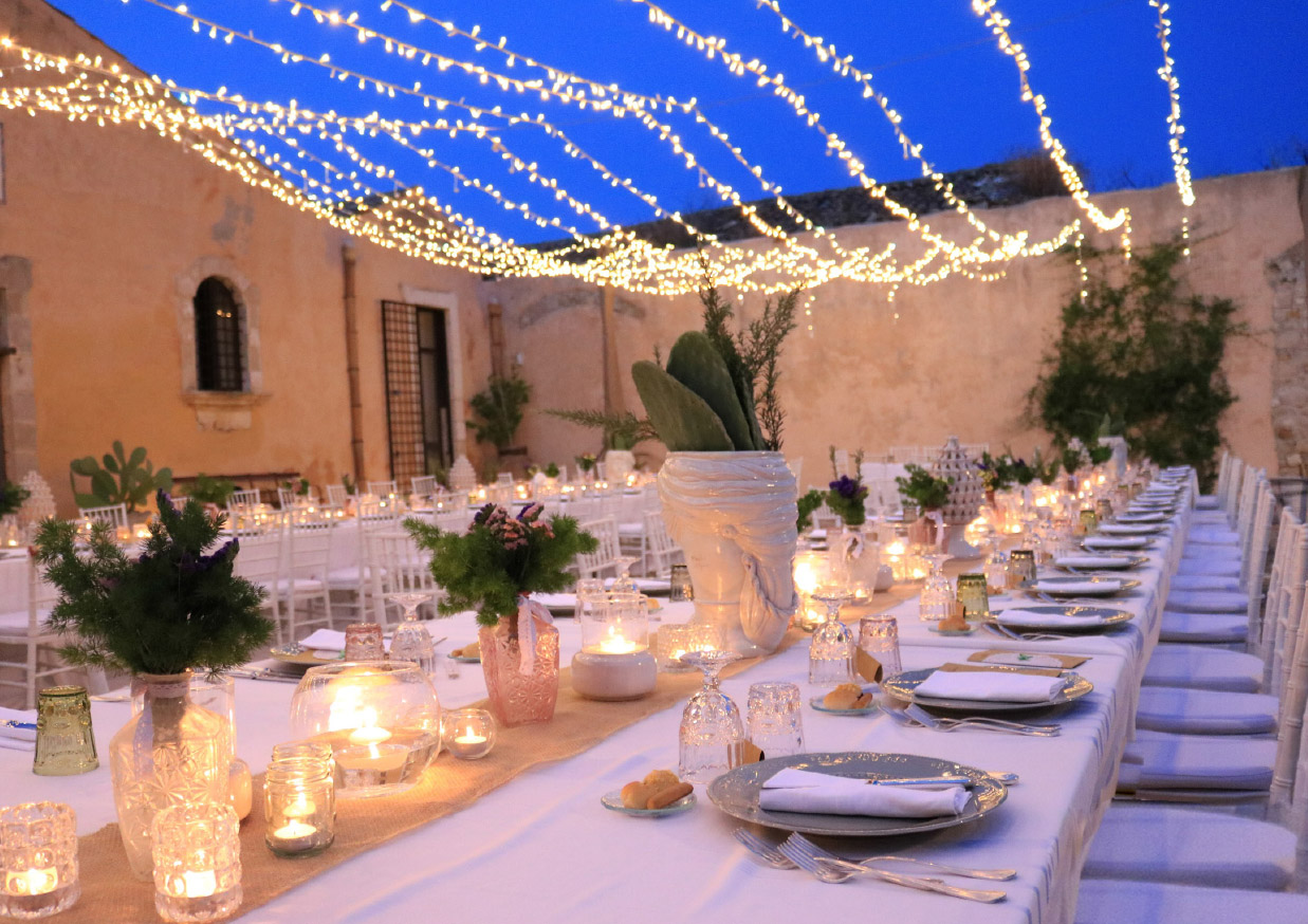 Per noi, i nostri sposi, i nostri clienti, entrano a far parte della famiglia Valentino Catering.