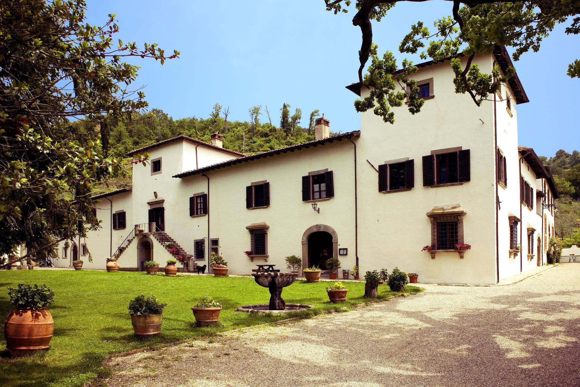 Villa Grassina: Villa caratteristica del Barocco Toscano lungo le strade del Chianti Rufina.