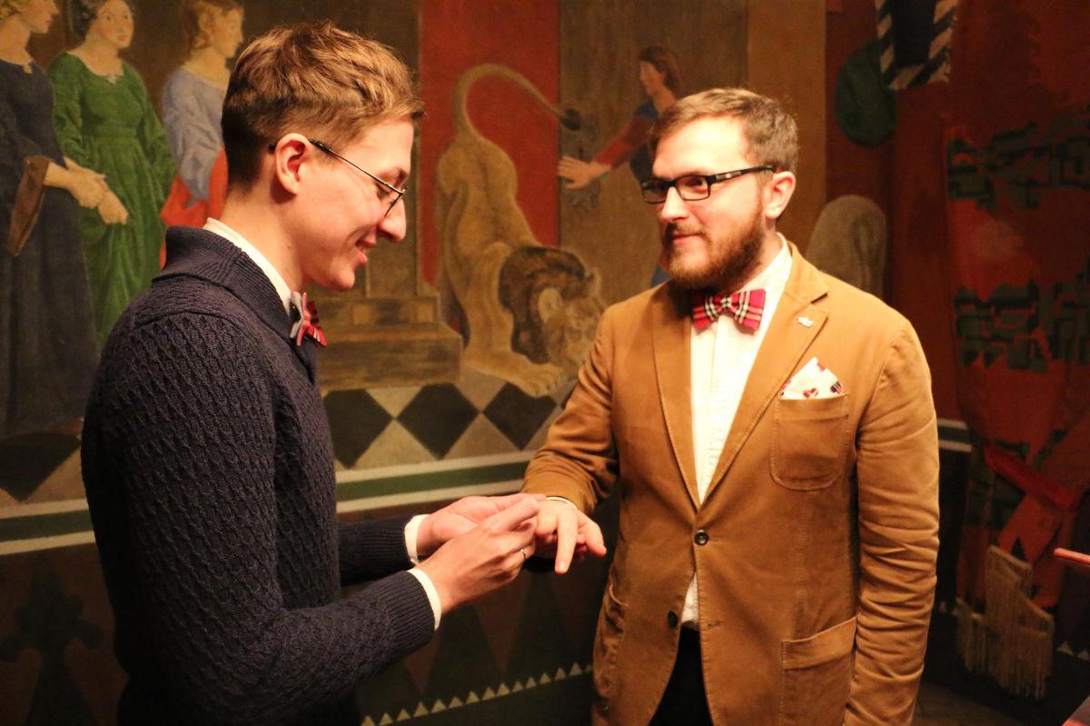 Russia: un cavillo burocratico apre alle nozze gay