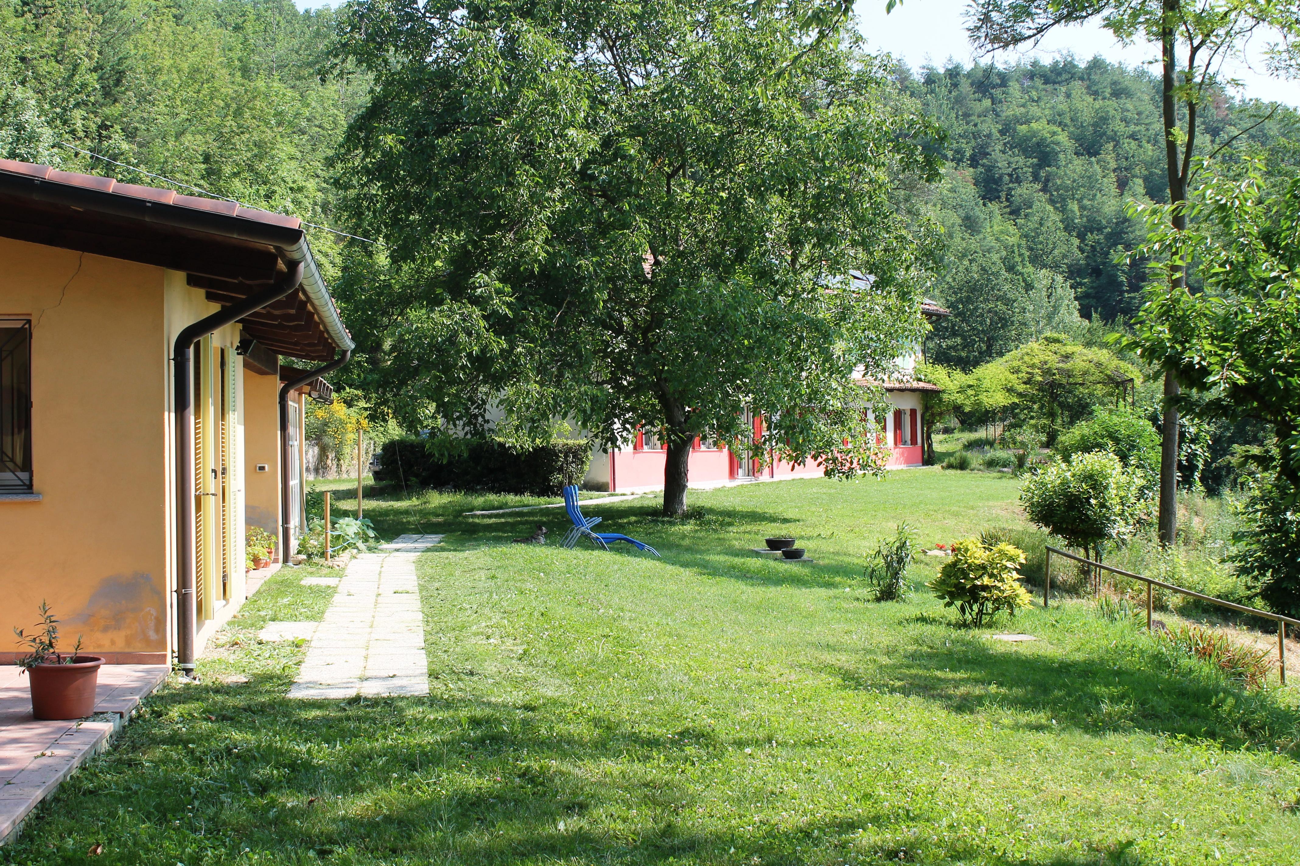 Asinistravolti è il nome del nostro B&B. Si trova sulle colline della Langa astigiana.