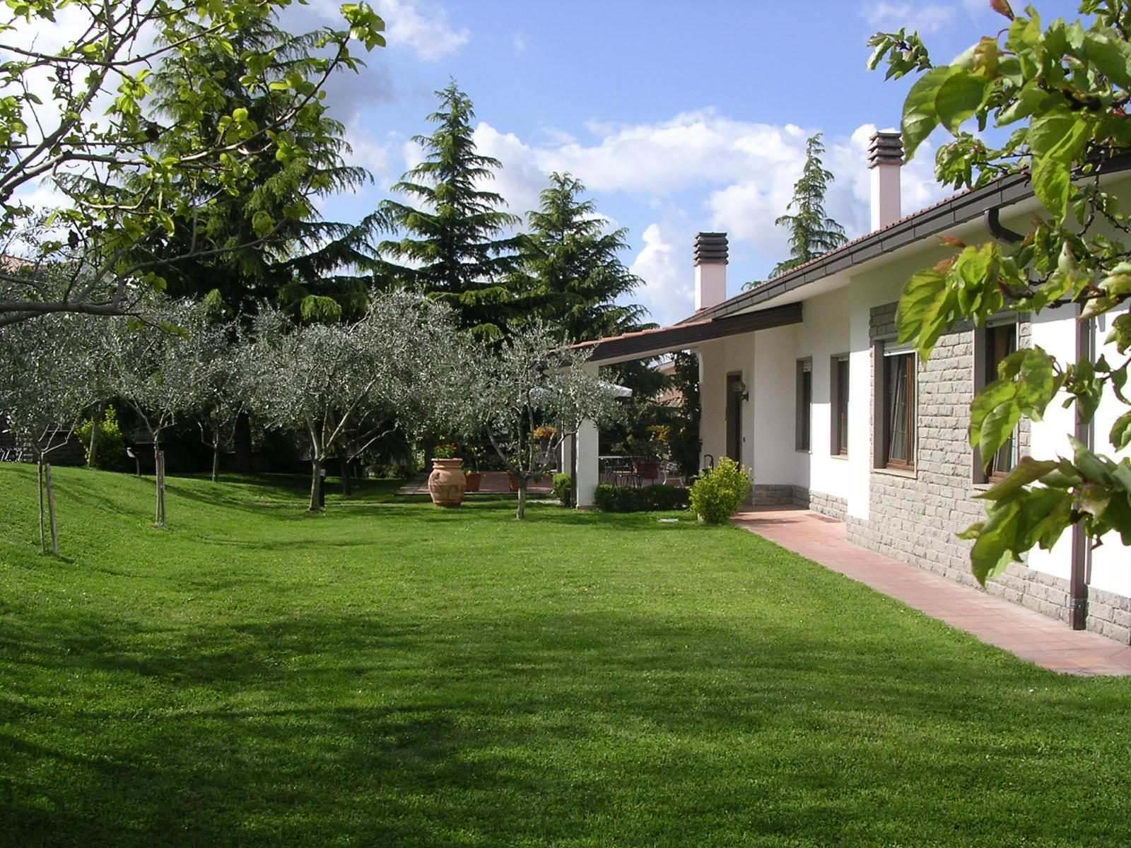 "Bed and Breakfast ""Colle Verde"", immerso nel verde, a due passi dal centro di Viterbo."