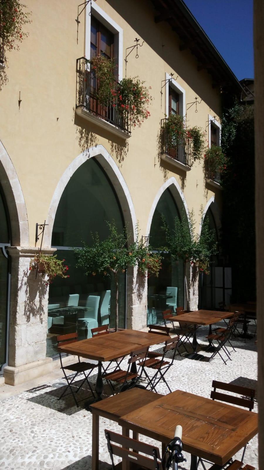 Vivere una vacanza da lusso in un monastero del XIII secolo.