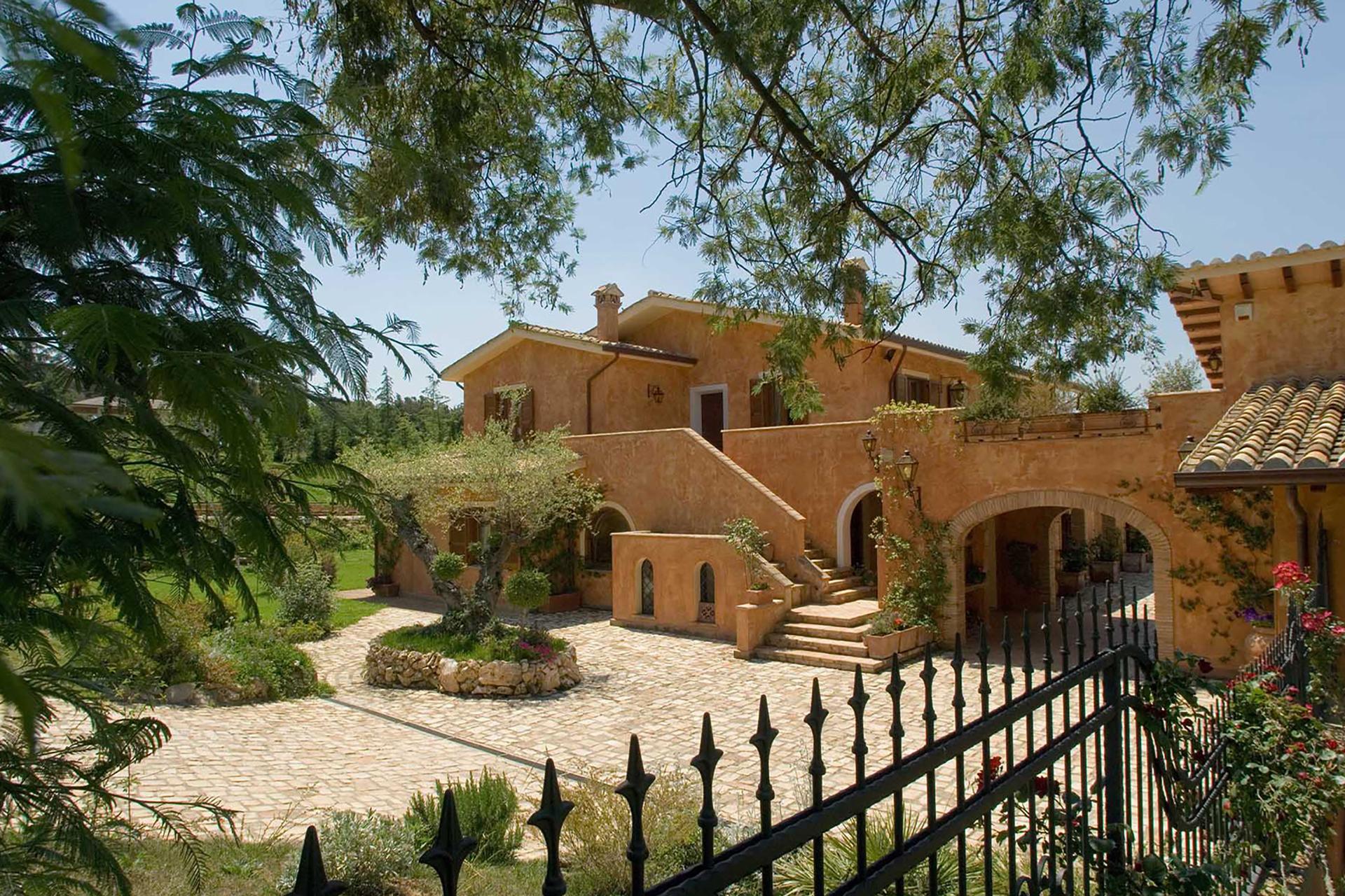 Villa San Nicola è il risultato inaspettato che nasce da un progetto e si trasforma nel tempo…
