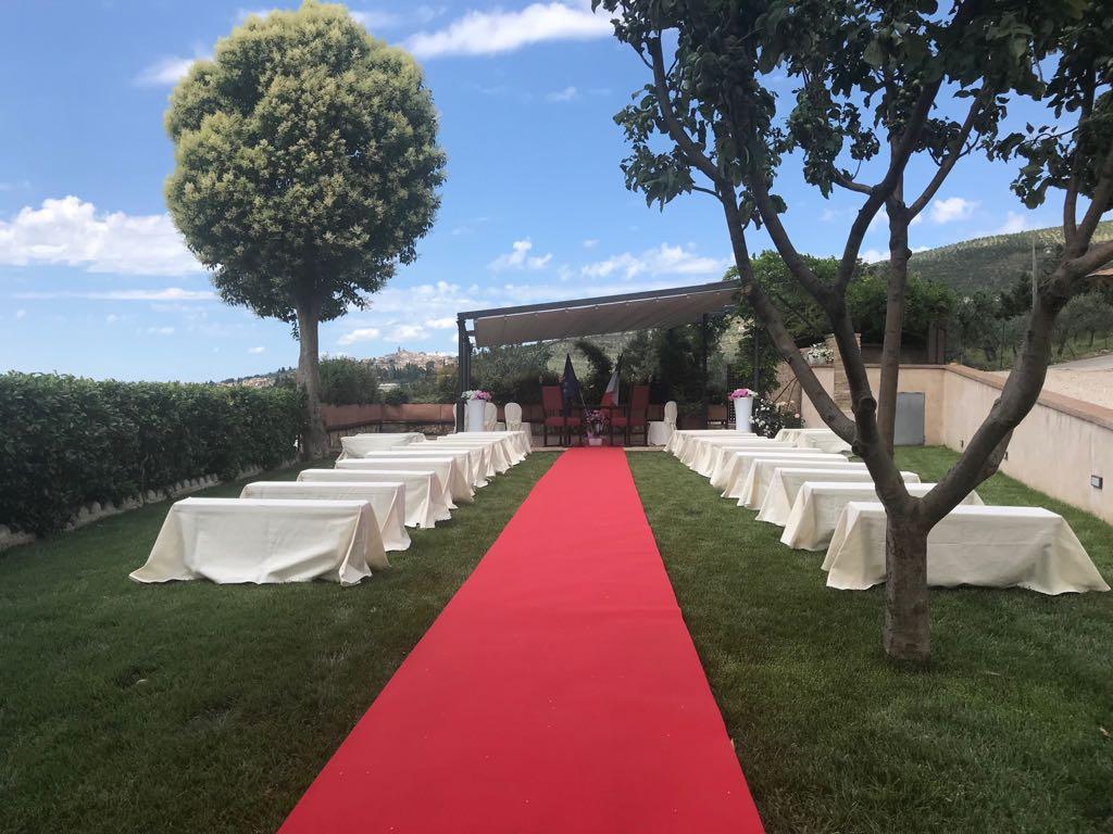 Residenza Corte Fratini: La nostra decennale esperienza per rendere il vostro giorno più bello assolutamente esclusivo.